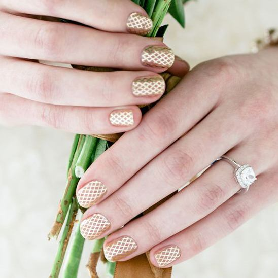 gold-wedding-nails