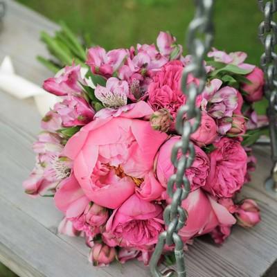 8319722f5106ef83393881a8871fc395-pink-alstroemeria-wedding-bouquet