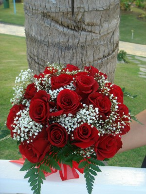 Red-Roses-Bridal-Bouquet-1