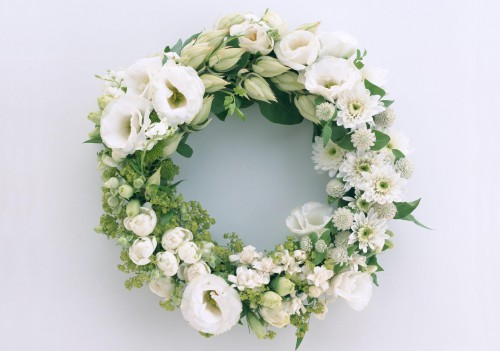 chrysanthemums_lisianthus_russell_wreath_hd-wallpaper-66380