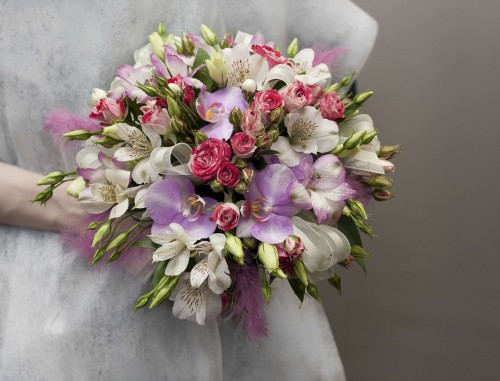 fb9f109deec515ffe9fa70edf043e55b-purple-alstroemeria-wedding-bouquet