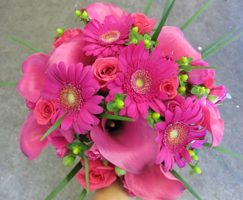 hot-pink-roses-and-mini-calla-lilies