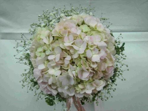 hydrangea_in_round_bouquet