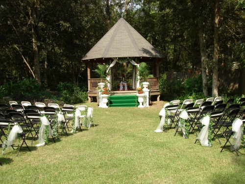 outdoor-wedding-chair-decorations