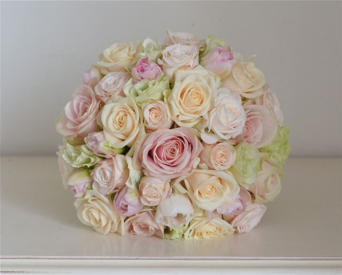 pale-pink-cream-green-bouquet-roses