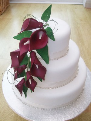 red-calla-lily-wedding-cake-design-4