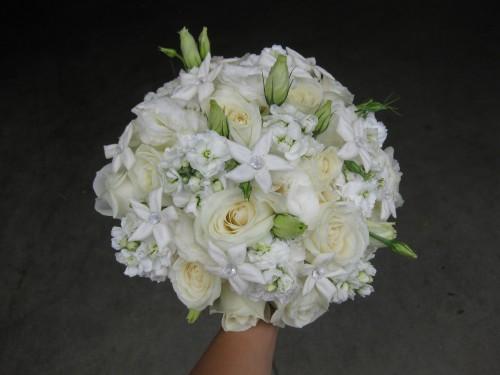rose-and-stephanotis-bridal-bouquet-i14