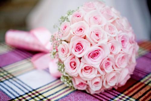 rozy-buket-rozovyy-svadba
