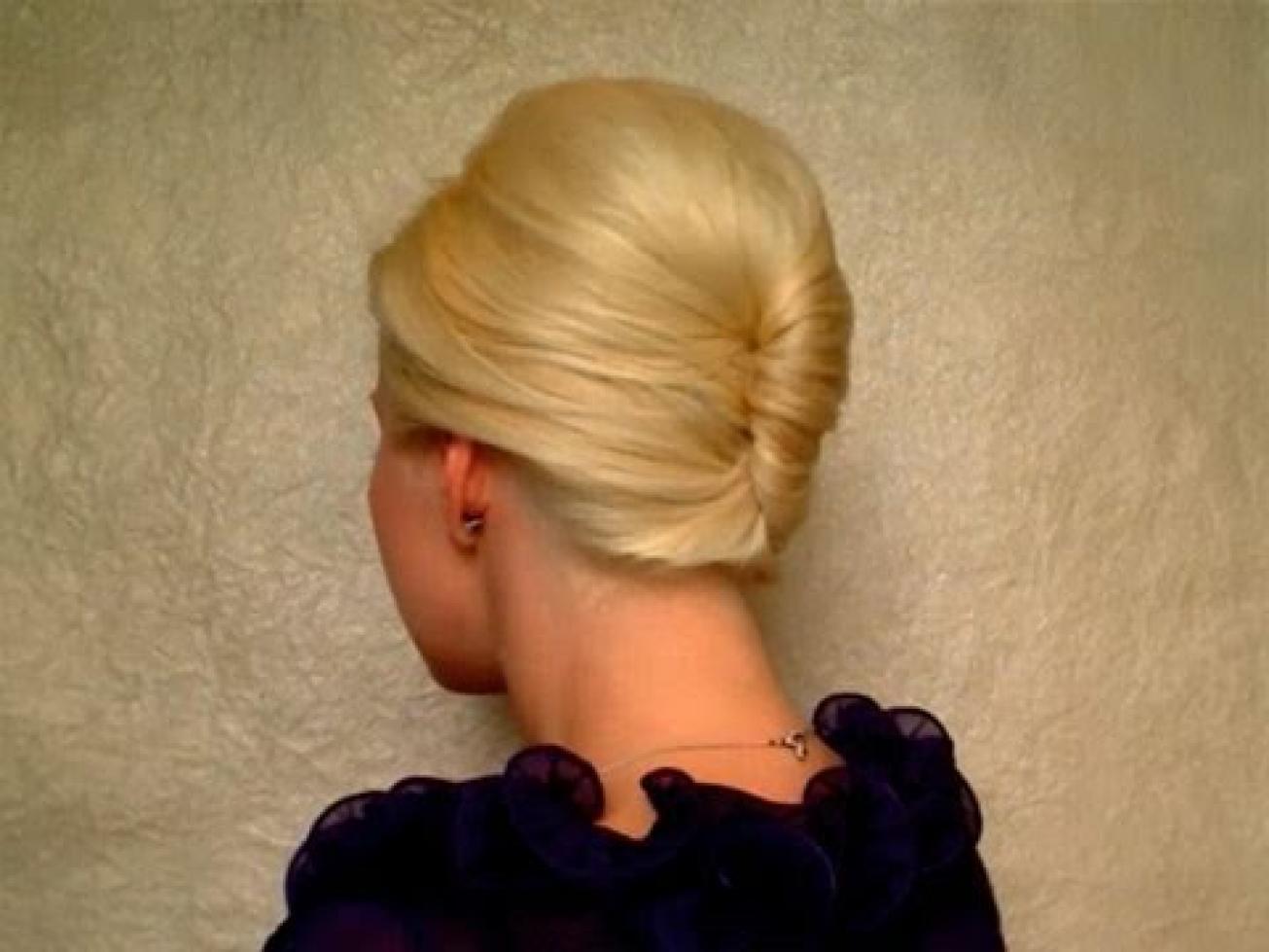 Прически с валиком для волос: 10 причесок своими руками 31