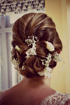 vintage-hair-with-fresh-flowers