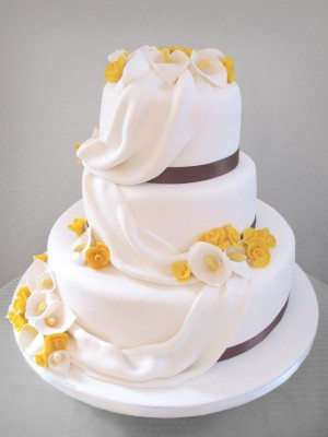 wedding-cakes-with-calla-lilies-amazing