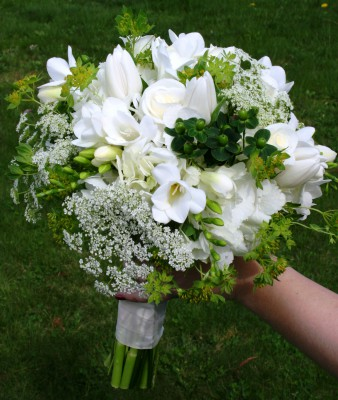 white-and-green-roses-tulips-freesia