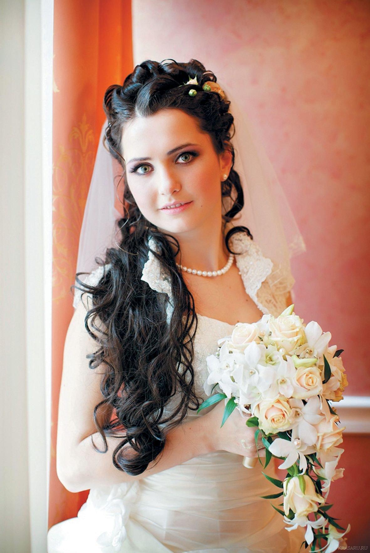 Свадебная прическа на средние волосы брюнетки