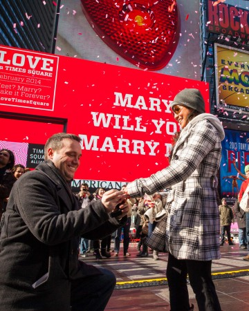 nyc-proposal-spot-times-square-valentines-day-1114_vert