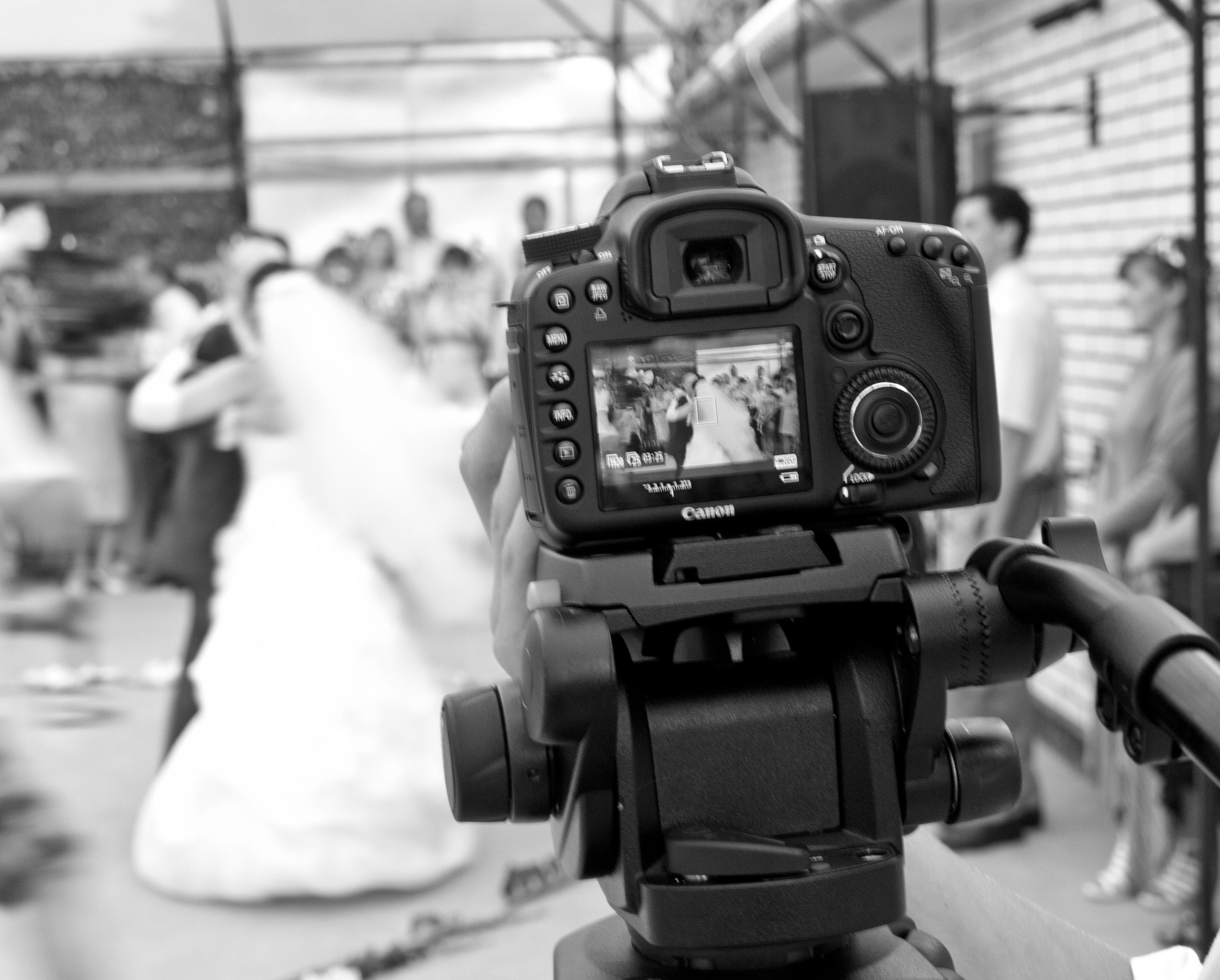 на какой фотоаппарат вы снимаете свадьбы вот внешние