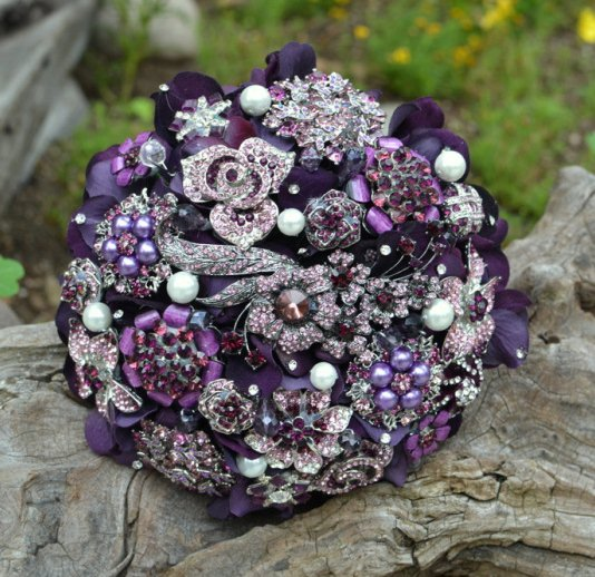 Purpe-and-pink-brooch-bouquet-534