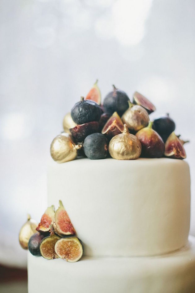 Wedding-Trend-Alert-Edible-Gold-and-Glitter-Bridal-Musings-Wedding-Blog-5-630x945