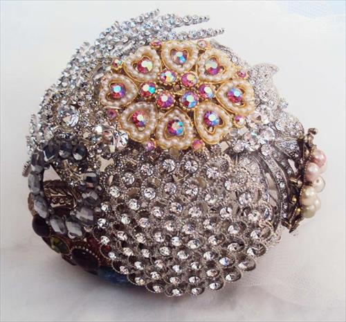amazing-bridal-brooch-bouquet-ideas