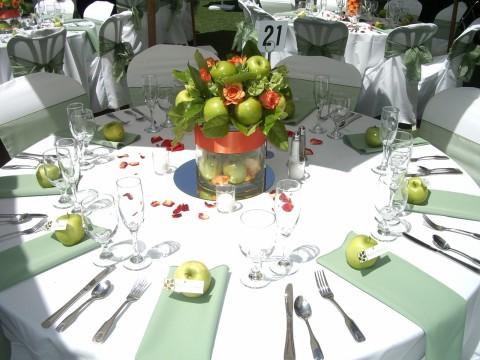 apple-reception-table