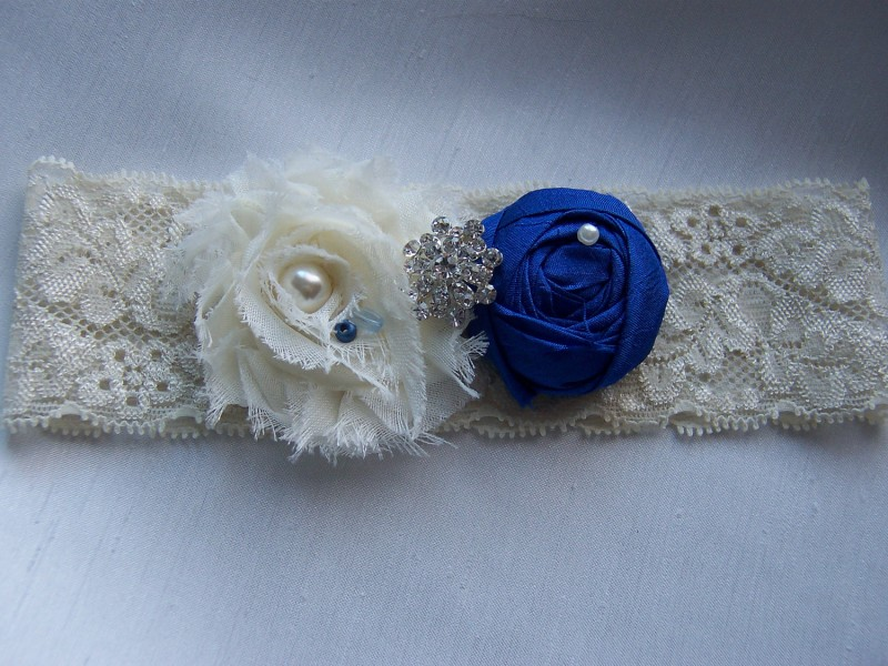 bridal-style-wedding-ideas-something-blue-etsy-bridal-garter.original