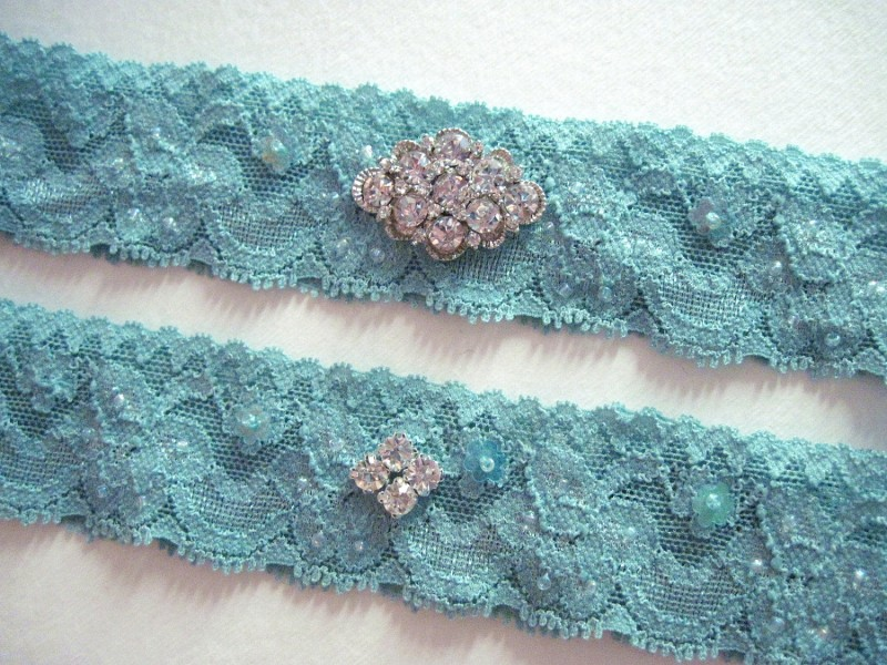 bridal-style-wedding-ideas-something-blue-etsy-turquoise-garter.original
