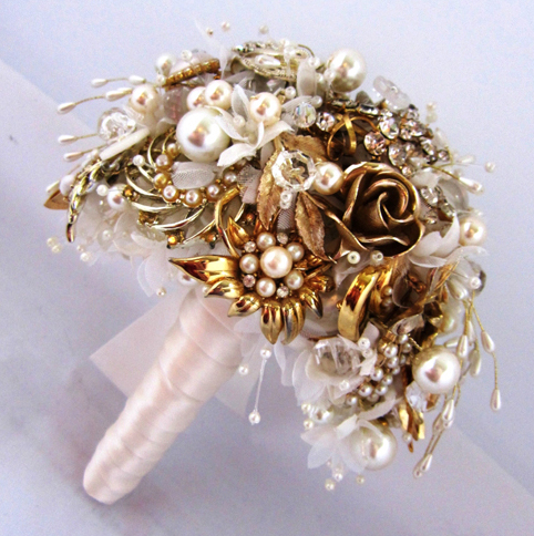 brooch-wedding-bouquets-bridebug-8