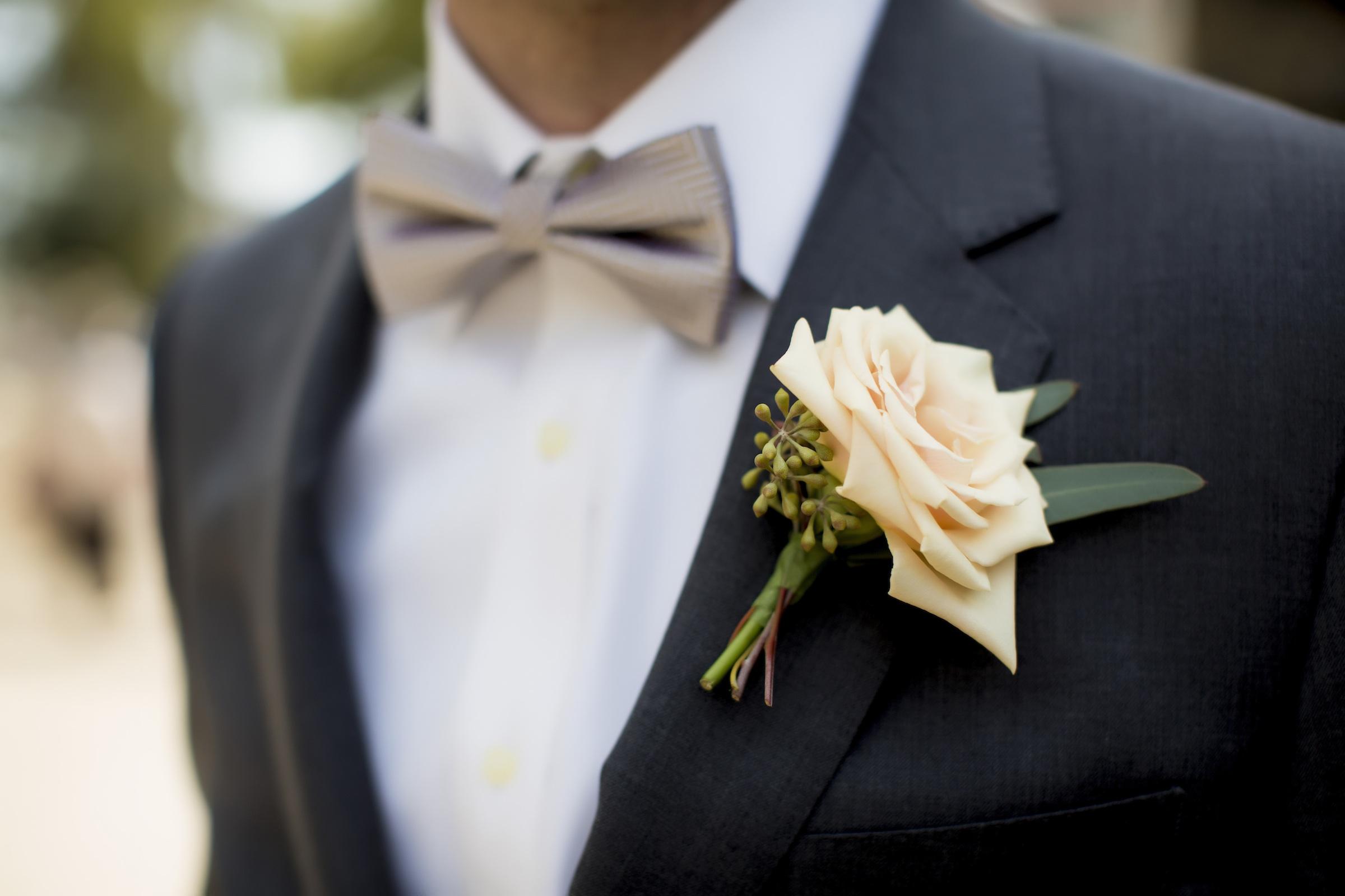 classic-grooms-attire-charcoal-suit-pastel-peach-rose-boutonniere.original