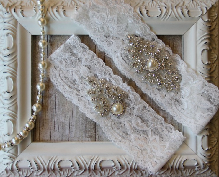 import-Wedding_Garter_Set_with_an_Ivory_Pearl_Heart_on_Comfortable_Ivory_Lace_Bridal_Garter_Set-088111815a210da7437128c91136d6c0