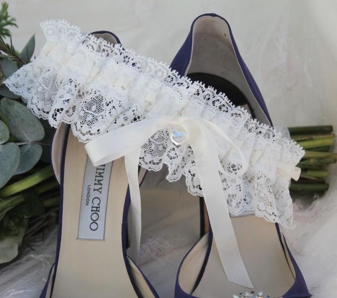 nottingham-lace-luxury-bridal-wedding-garter-silk-ribbon