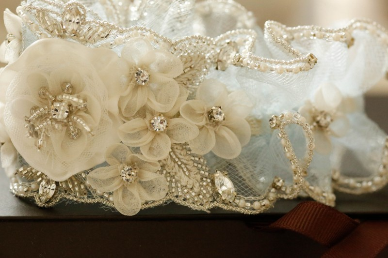 wedding_garters_in_blue_roma-5