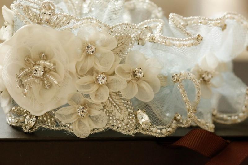wedding_garters_in_blue_roma-5