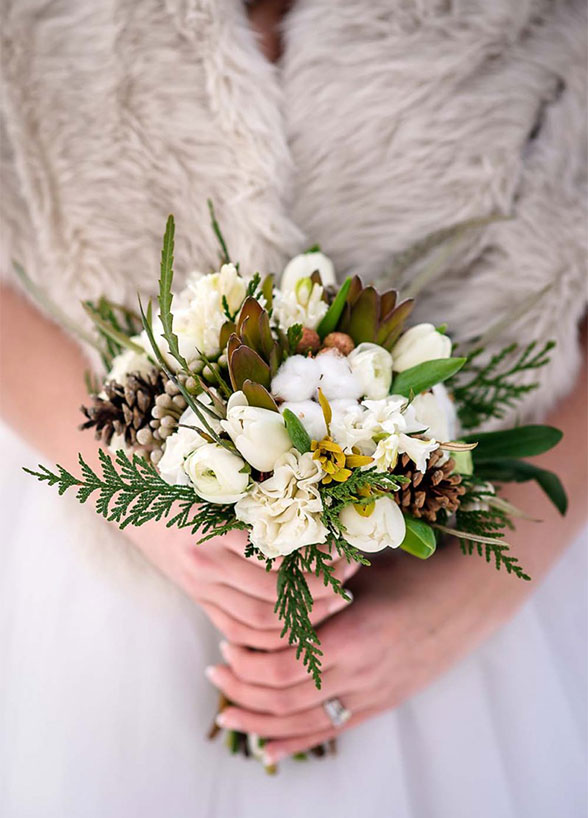 winter-wedding-bouquet-10_detail