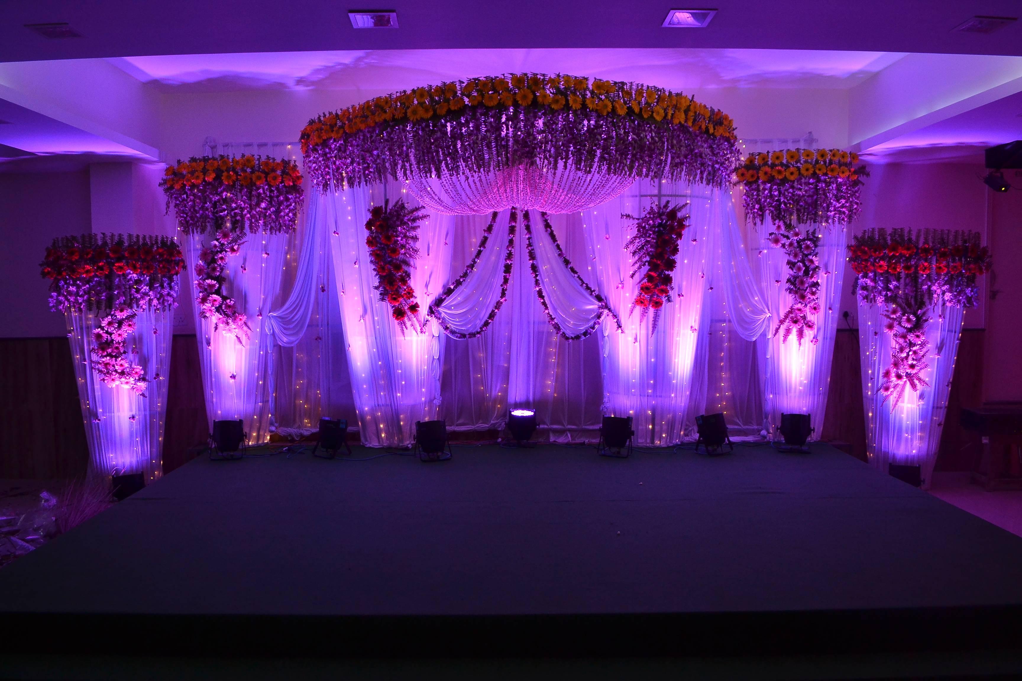 замечательная украшение зала на свадьбу фото в краснодаре колонном